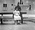 Nő és férfi, 1942-ben a Raktár utcában. Fortepan 3659.jpg
