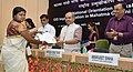 Narendra Singh Tomar presented the certificates to Barefoot Technicians, at the inauguration of the GeoMGNREGA workshop, in New Delhi (2).jpg