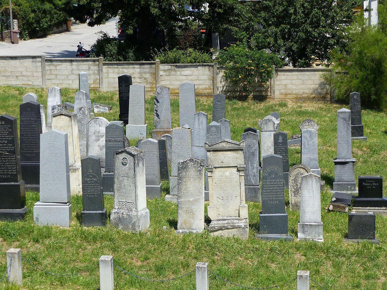 Neuer Jüdischer Friedhof Eisenstadt 201602.jpg