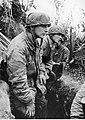 Niemieccy spadochroniarze w okopach na froncie włoskim (2-2258).jpg