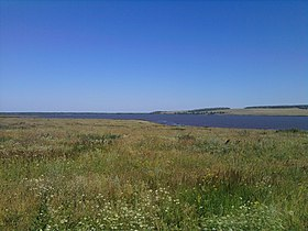 Nizhnekamsk Reservoir's gulf where Menzelya River's mouth was - 2011-07-21.jpg