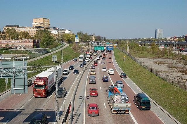 Man får inte vara oaktsam i trafiken heller, utan måste visa hänsyn.