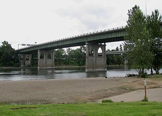 Marion Street Bridge - The bridge from below, 2011