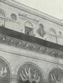 O Conde de S. Lourenço empunhando o estandarte real e anunciando ao povo a Aclamação de D. Manuel II - Brasil-Portugal (N.º 224, 16 Mai 1908).png