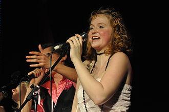 Marie Doležalová - Doležalová singing with music group Olats otesoc in 2009