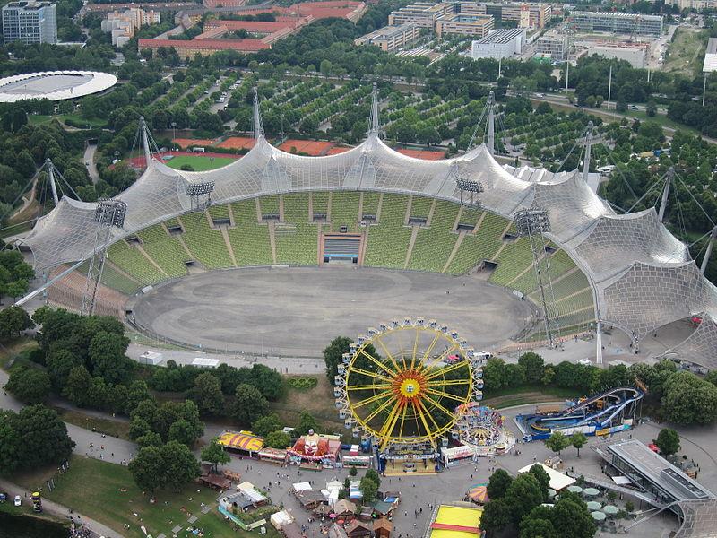 [Bild: 800px-Olympiastadion_M%C3%BCnchen_vom_Ol...8.2013.JPG]