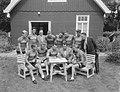 Ondertekening van contracten van Tour de France ploeg ten huize van Van Cees Pel, Bestanddeelnr 906-5580.jpg