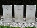 Oorlogsgraven in Hei- en Boeicop (2).jpg