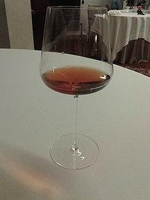 Bicchiere di orange wine (Collio DOC-ribolla gialla)