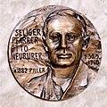 Otto Neururer, Gedenkplakette im Innsbrucker Dom quadratisch.jpg