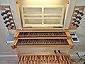 Ottobrunn, Kath. St. Otto (Kerssenbrock-Orgel, Spieltisch) (2).jpg