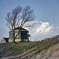 Overzicht molenrestant, molenstomp, ten noorden van het Noord-Hollandskanaal, tegenover het gehucht Spijkerboor, Zuiddijk 16 - De Rijp - 20365773 - RCE.jpg