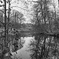 Overzicht van de achterzijde met park - Baarn - 20027146 - RCE.jpg