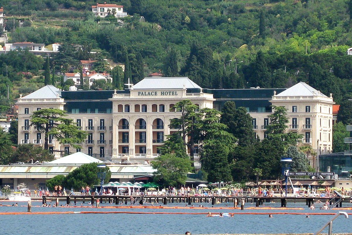 Kempinski palace portoro wikipedia for Hotel palace