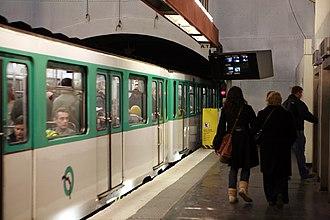 Saint-Michel (Paris Métro) - Image: Paris metro St Michel mg 4517