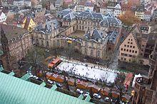 Patinoire sur la Place du Chateau.jpg