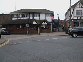 Petts Wood stn main entrance.JPG