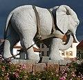 Pflügender Elefant - panoramio (2).jpg