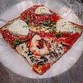 Pizza (48496398931).jpg
