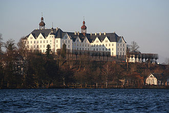 Sophie of Pomerania - Plön Castle after its renovation in 2006; from the southwest with the Großer Plöner See in the foreground. The Kiel–Lübeck railway runs along its banks.
