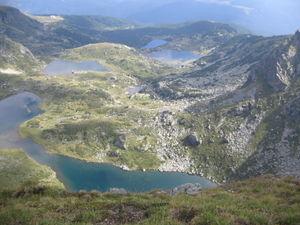 Seven Rila Lakes - Image: Pogled kum ezerata ot biloto