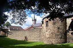 Polička – městské hradby a věž kostela