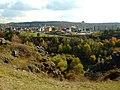 Praha, Vokovice, Divoká Šárka, pohled přes soutěsku Džbán.jpg