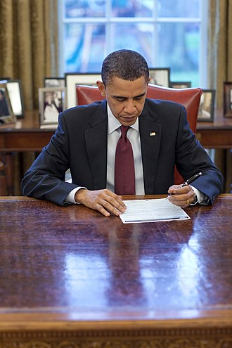 2010 United States Census - U.S. President Barack Obama completing his census form in the Oval Office on March 29, 2010.
