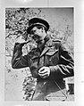 Prins Bernhard groet het publiek, Bestanddeelnr 900-2800.jpg