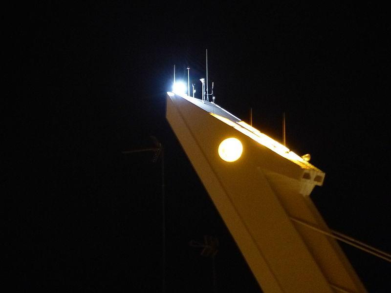 File:Puente del Alamillo, detalle, noche, Sevilla, España, 2015.JPG