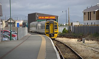 Pwllheli railway station - Arriva Trains Wales Class 158 arriving at Pwllheli in 2009.