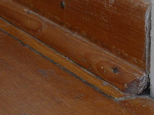 Quarter round - Quarter round molding at the edge of a parquet floor