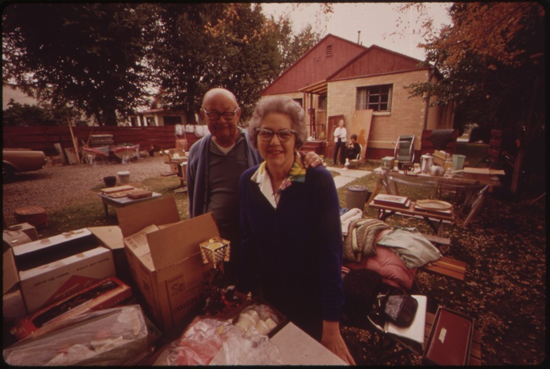 File:RETIRING DENTIST DR. BLAKELY AND HIS WIFE HELD A YARD SALE TO CLEAR OUT THE ACCUMULATION OF 35 YEARS IN ONE HOUSE.... - NARA - 552613.tif