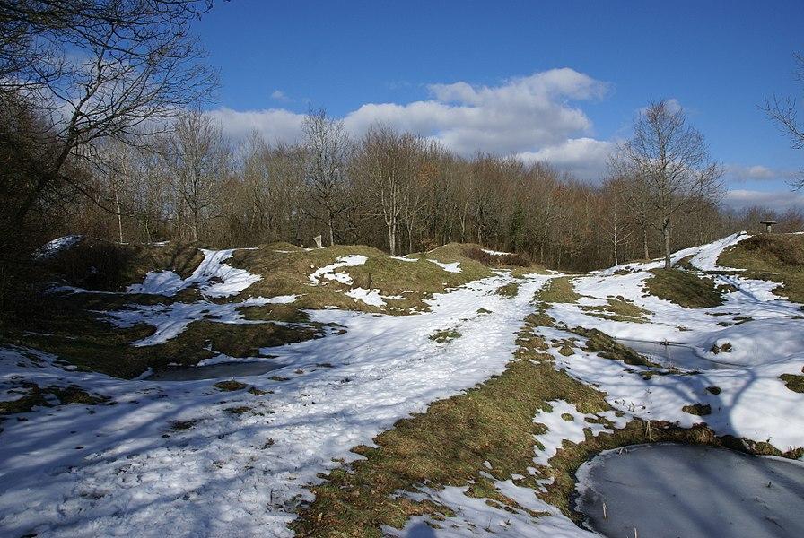 Terrain bouleversé à l'emplacement de l'ouvrage de Thiaumont, près de Verdun.