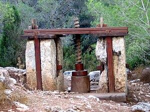 Screw (simple machine) - Wooden screw in ancient Roman olive press