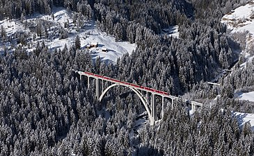 RhB ABe 8-12 Langwieser Viaduct from Rongg.jpg