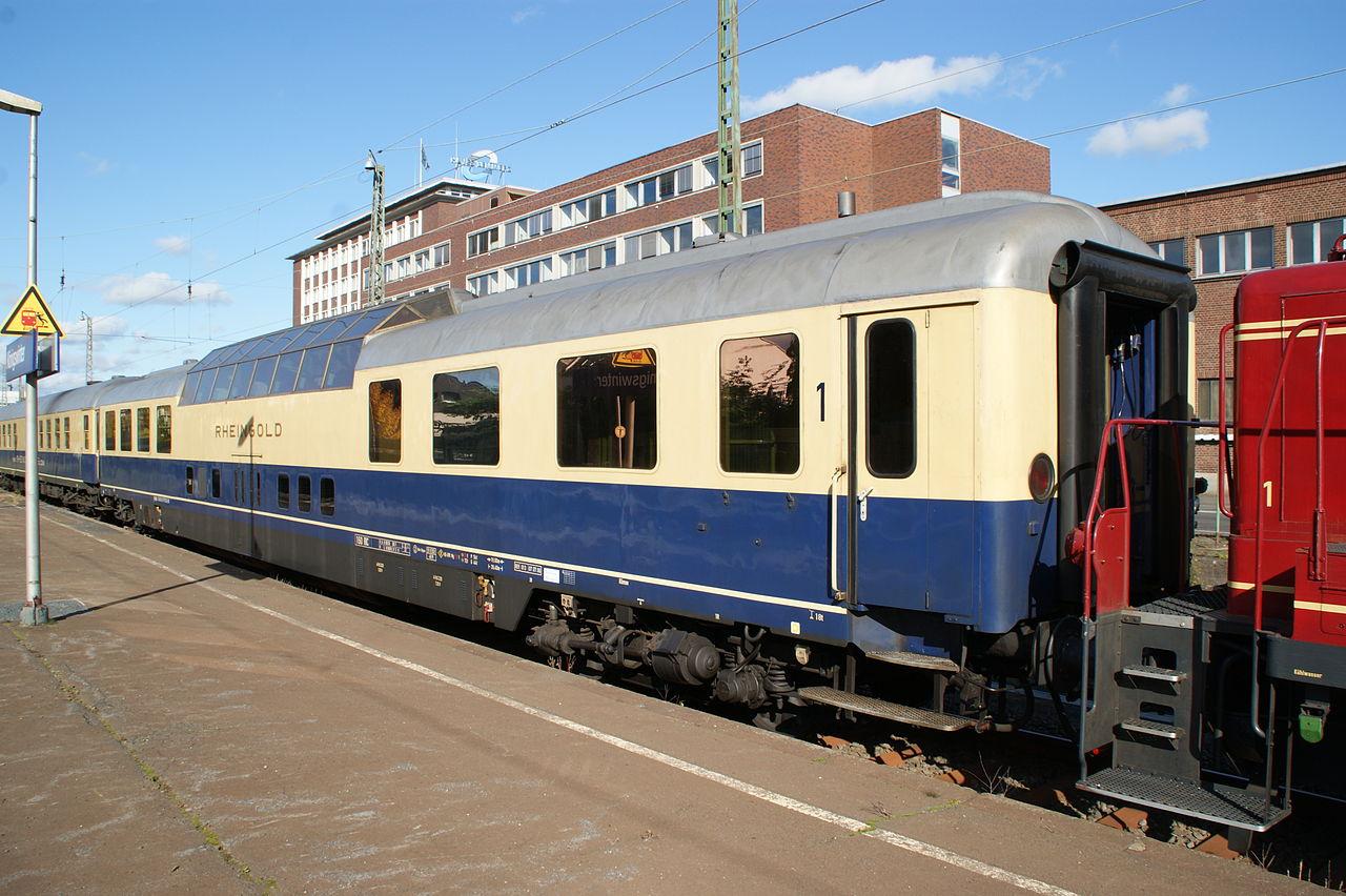 https://upload.wikimedia.org/wikipedia/commons/thumb/e/e7/Rheingold_Aussichtswagen.jpg/1280px-Rheingold_Aussichtswagen.jpg