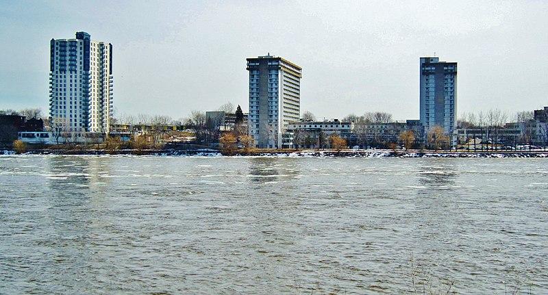 File:Rivière des Prairies River, Montréal vu de Laval - panoramio.jpg