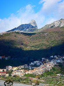 La Rocca di Novara vista da Fondachelli Fantina