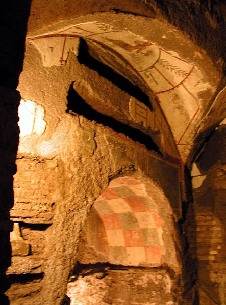 File:Rom, Calixtus-Katakomben, Wandgräber 2.jpg