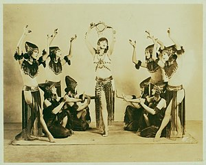 Denishawn school - Image: Ruth St. Denis and Denishawn Dancers in Ishtar of the Seven ... (3110033541)