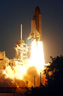Endeavour launches from the Kennedy Space Center, 5 December 2001