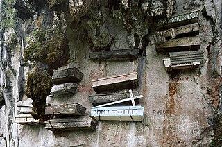 Hanging coffins Burial method