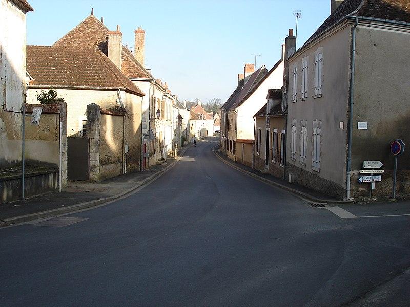 Saint-Chartier (36): Vue en direction de Saint-Août, de la Grande Rue (route départementale 918).