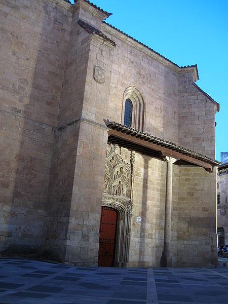 File:Salamanca San Benito noche.jpg
