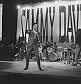 Sammy Davis Jr tijdens optreden in theater Carre, Bestanddeelnr 916-2042.jpg