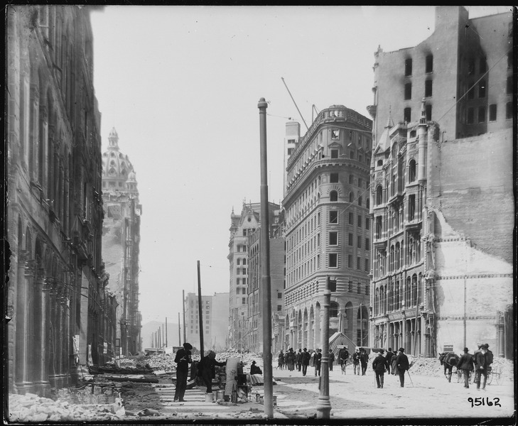 San Francisco Earthquake of 1906, Market Street looking west from Montgomery Avenue - NARA - 531032