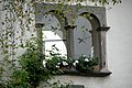 Sankt Urban Schloss Bach Zwillingsfenster 14102006 21.jpg
