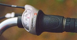 Hub gear - A modern SRAM Spectro S7 twist-style seven-speed indexed shifter uses the same bowden cable as the older lever.