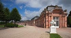 Schwetzingen - Schlossgarten - nördlicher Zirkelbau von Südosten.jpg